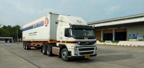 タイの物流拠点と自社車両