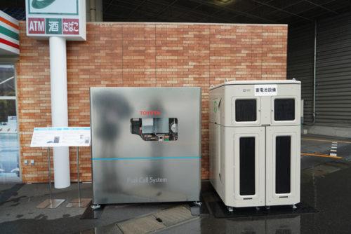 左がFC発電機、右がリユース蓄電池