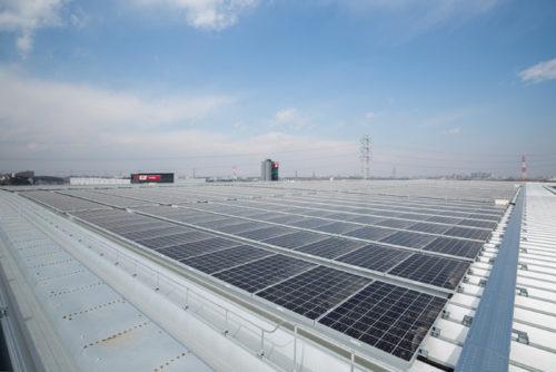 屋根面に設置した太陽光パネル