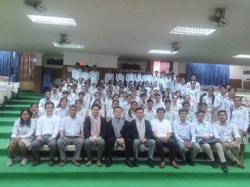 学生との集合写真