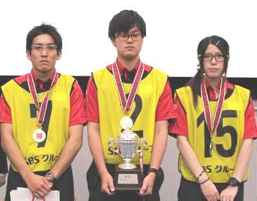 写真中央が優勝者の金子雄紀さん