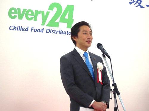 竣工式でスピーチする田中孝昌社長