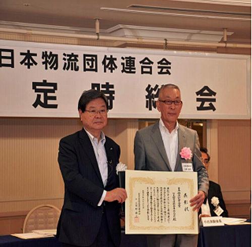 日本物流団体連合会の田村会長(左)と日本梱包運輸倉庫の大岡社長(右)