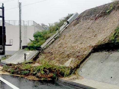 新名神高速道路川西IC~箕面とどろみIC切土のり面表層流出