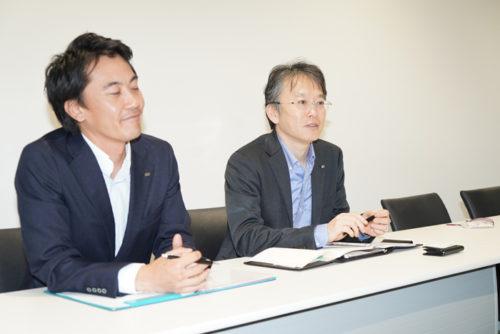 松野 城太郎 執行役員技術本部長(右)と舟山 輝 新規事業開発部 ロボット営業チーム主任