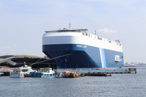 横浜大さん橋に停泊中の自動車専用船「ピスケスリーダー」