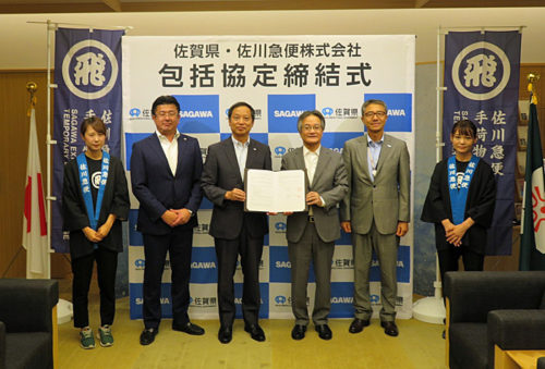 左より森 裕一郎九州支店長、内田 浩幸取締役、佐賀県の池田 英雄副知事、 落合 裕二県民環境部長
