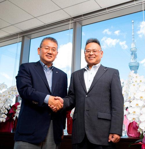 SBSグループ代表・鎌田社長(左)とリコーロジスティクス若松社長(右)