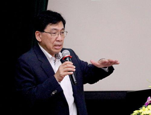 同社第一総合開発営業部の鶴巻氏、講義の様子