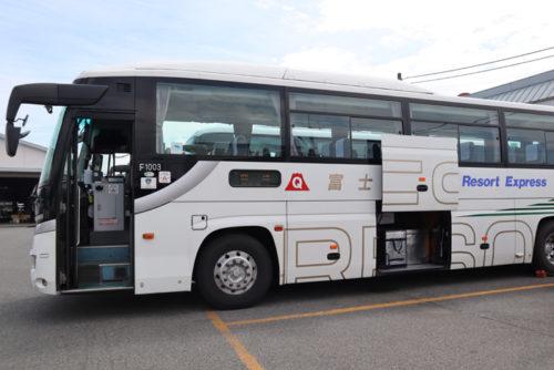 富士急山梨バスの新宿行き車両