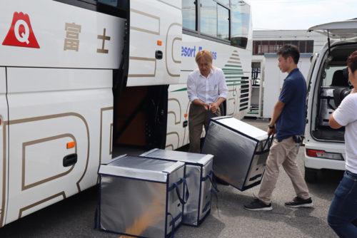 2便合計12箱を新宿まで輸送