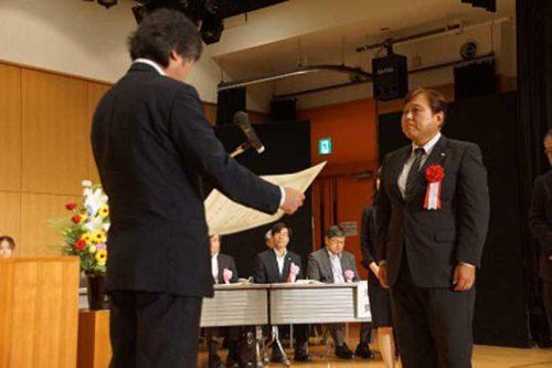 表彰を受けるSBSゼンツウの鈴木専務