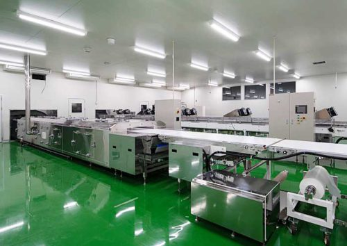 プレシア本社工場のロールケーキ生産ライン