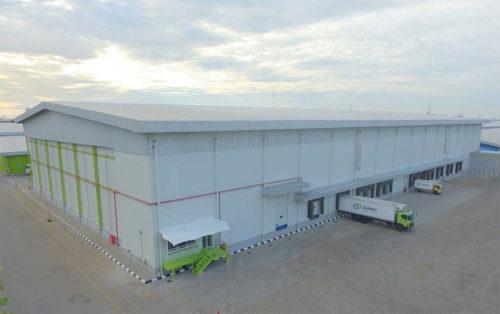 竣工した冷凍冷蔵倉庫の外観