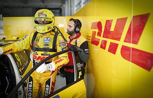 DHLのサポートを受けて、WTCRレースの準備を整えるTom Coronel