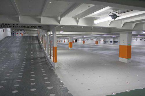船内の自動車積載スペース