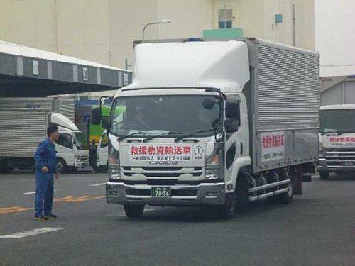 救援物資を積んだ車両の到着
