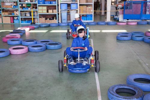子ども用カートの運転体験の様子