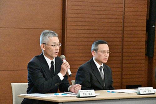 模擬記者会見の様子 左:松坂 顕太常務執行役員 右:小林 正則執行役員