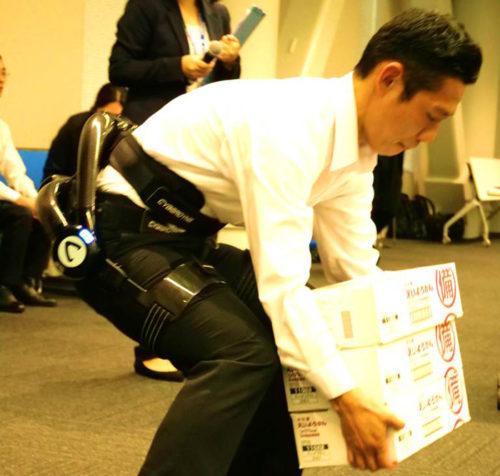 作業支援ロボットスーツによるデモンストレーション