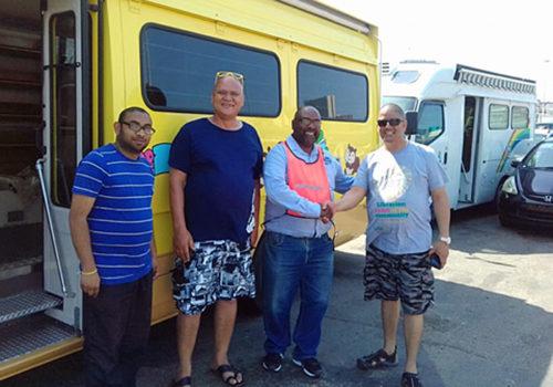 南アフリカ共和国西ケープ州教育庁へ移動図書館車の引き渡し