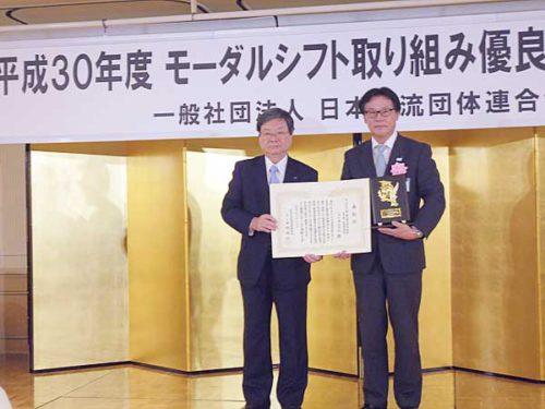 日本物流団体連合会の田村会長(左)、山九の國清執行役員 ロジスティクス・ソリューション事業本部 3PL事業部長