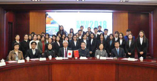 高泉中国総代表(前列左から4番目)、上海海事大学の施欣副校長(前列左から5番目)