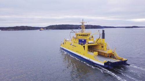 完全自律運航フェリーの輸送船ファルコ号