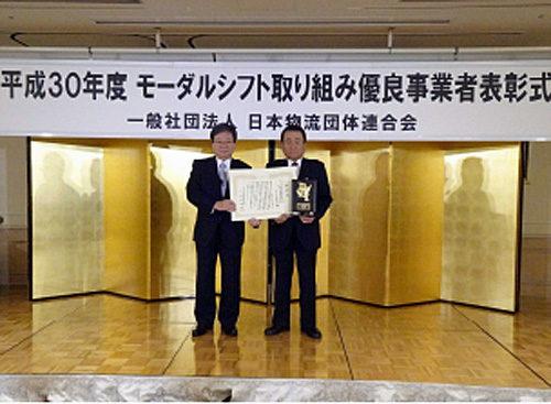 右側がセンコー福田泰久社長、左側が日本物流団体連合会の田村修二会長