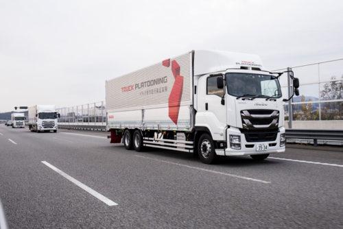 20181204tairetsu21 500x334 - トラック隊列走行/車線維持支援システム等の新技術を加え、新東名で実験