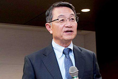 表彰式で挨拶する商船三井 池田社長