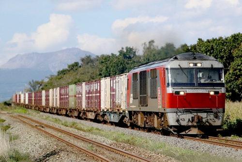 モデルのDF200形式電気式ディーゼル機関車