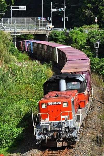 山陰本線を走行する迂回貨物列車