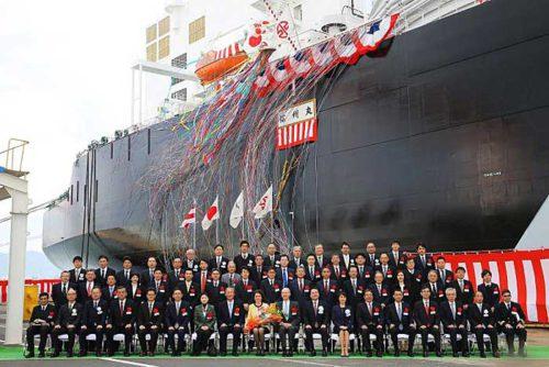 JERAのゴーデンカー会長(前列左から10番目)、日本郵船の工藤会長(前列左から8番目)