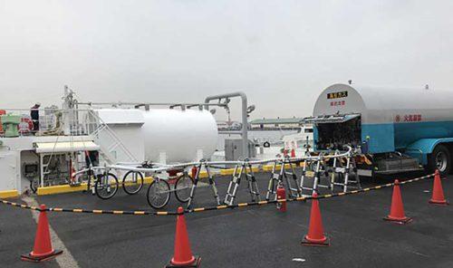 LNG燃料補給の様子