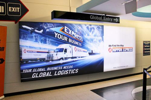オヘア国際空港の看板広告1