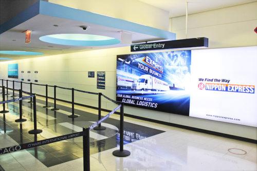オヘア国際空港の看板広告2