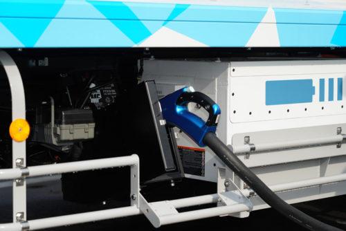 トラック側の充電差込口