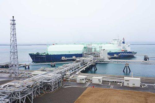 直江津LNG基地に入港したOCEANIC BREEZE
