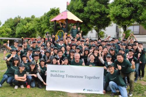 全従業員が一斉にボランティア活動に取り組む「インパクトデー」の様子