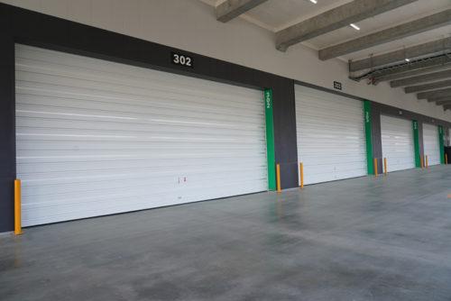 トラックバースの扉はウイング車対応として5.2mと4.5mがある