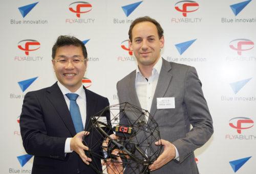 ブルーイノベーションの熊田貴之社長(左)とFlyability社のPATRICK THE'VOZ CEO(右)