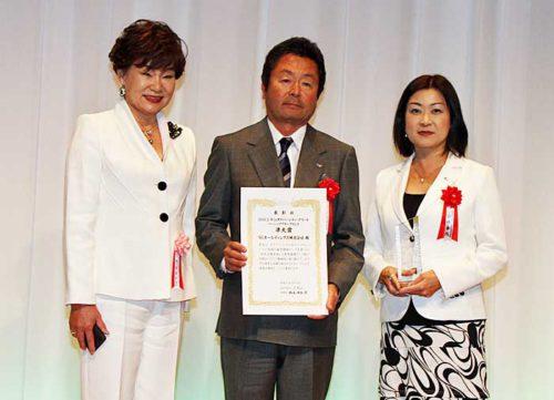 左からJ-Winの内永理事長、SGホールディングスの荒木取締役(佐川急便社長)、SGホールディングス人事部の小林シニアマネジャー