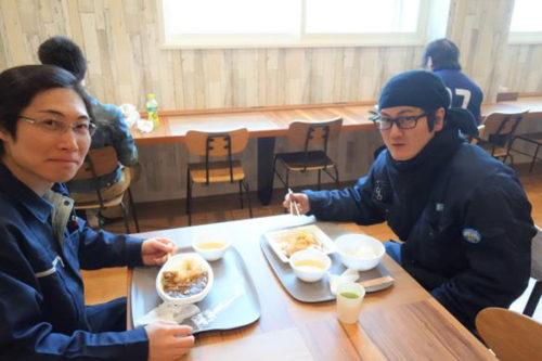 札幌DCの食堂を利用する男性