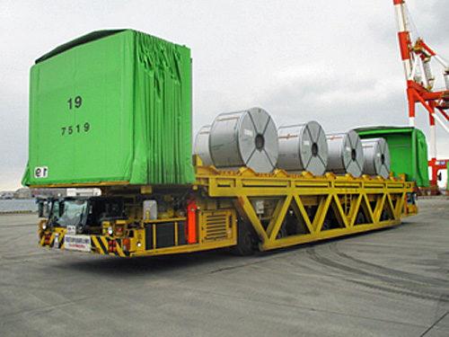 特殊大型輸送用車両と鉄鋼製品
