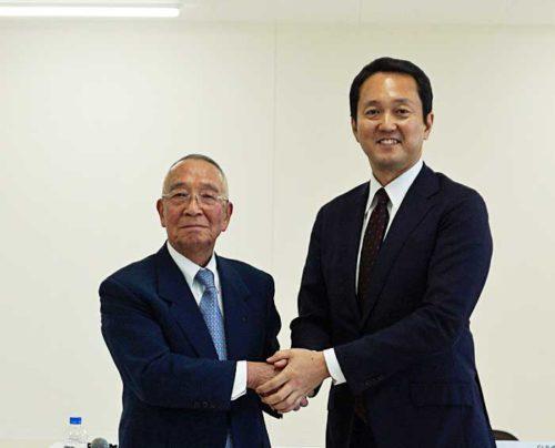 第一倉庫冷蔵の有田治男会長(左)、日本GLPの帖佐義之社長(右)