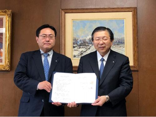 北海道 平野正明知事室長(左)、セイノーHD丸田秀実取締役(右)
