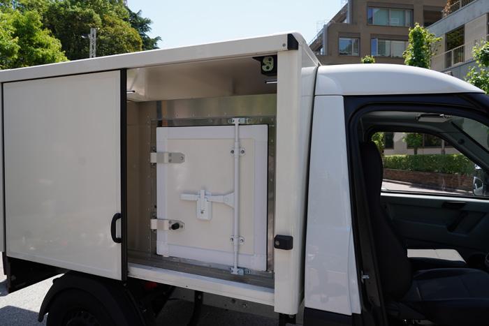 ストリートスクーターの庫内 冷蔵装置を設置