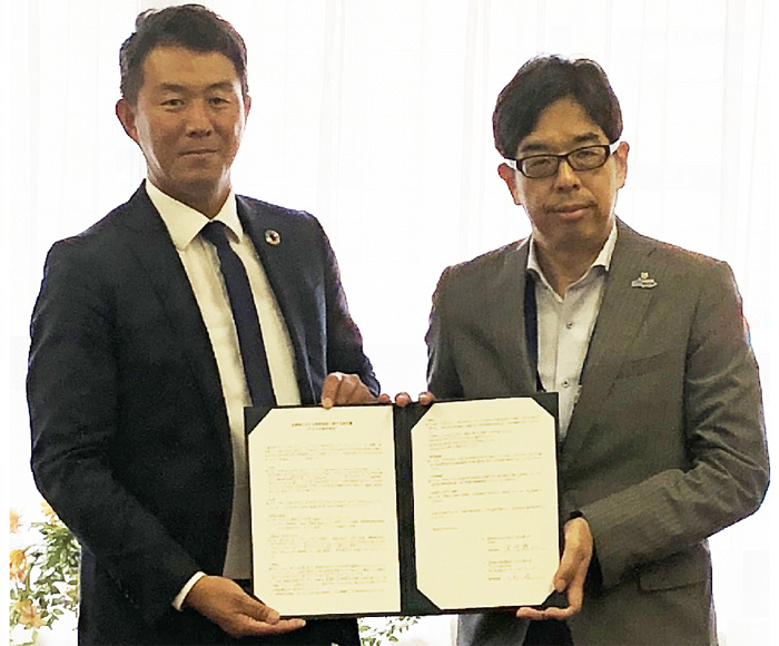 右が福岡市市民局下川局長、左がアスクルECR本部センターマネジメント川村統括部長