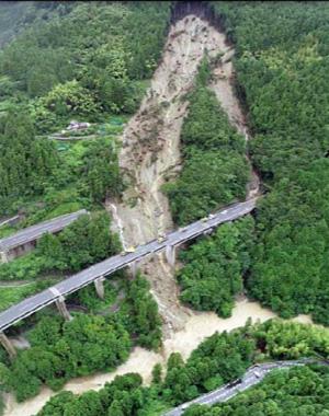 2018年7月7日、本船区域外の土砂崩落により立川橋が流出